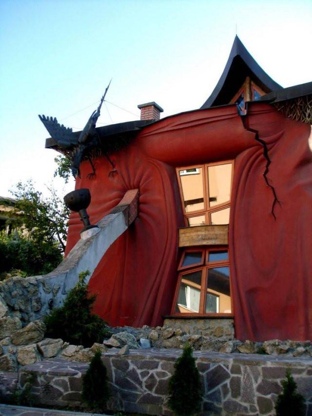 Необычные дома и архитектура по всему миру
