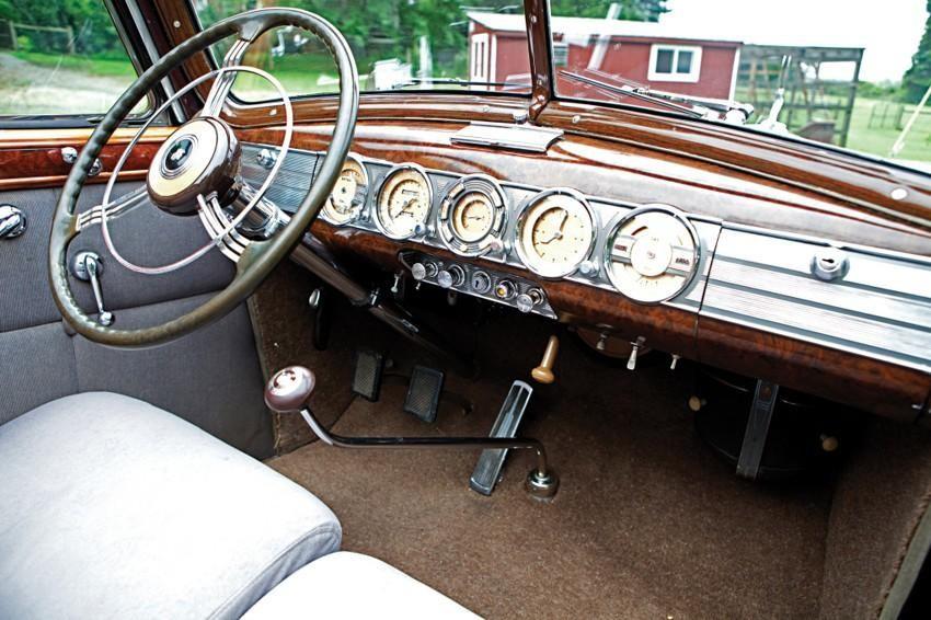 Первая серийная машина с кондиционером Packard 12 Sedan