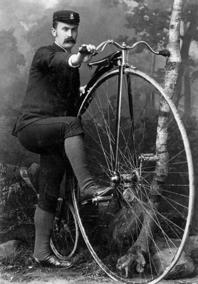 Велосипед Пенни-фартинг или высокое колесо на снимках