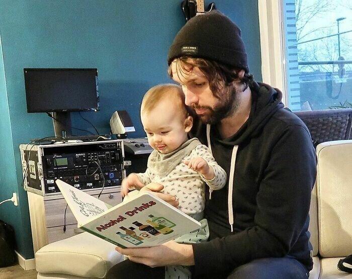 Забавные фотошутки от папы, который сидит дома с ребенком