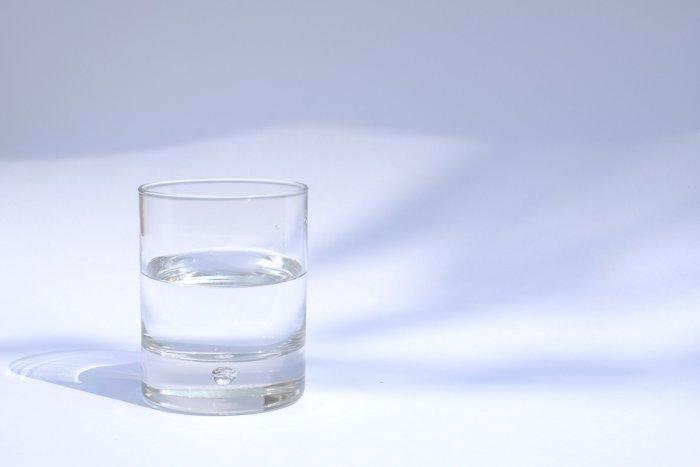 Чем может быть полезно ежедневно пить стакан чесночной воды?