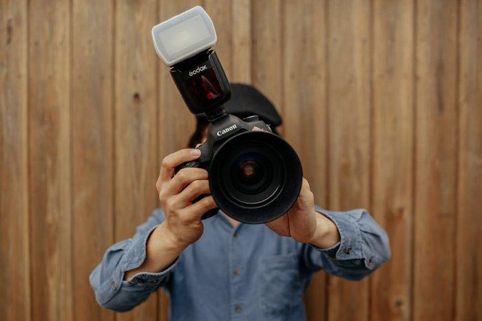 Из-за чего опасно фотографировать картины со вспышкой?
