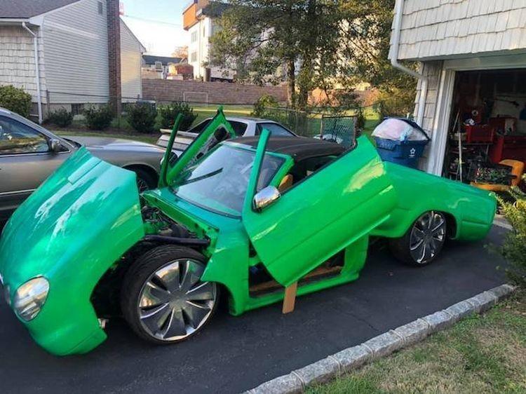 Пикап Toyota превратили в очень странный лоурайдер