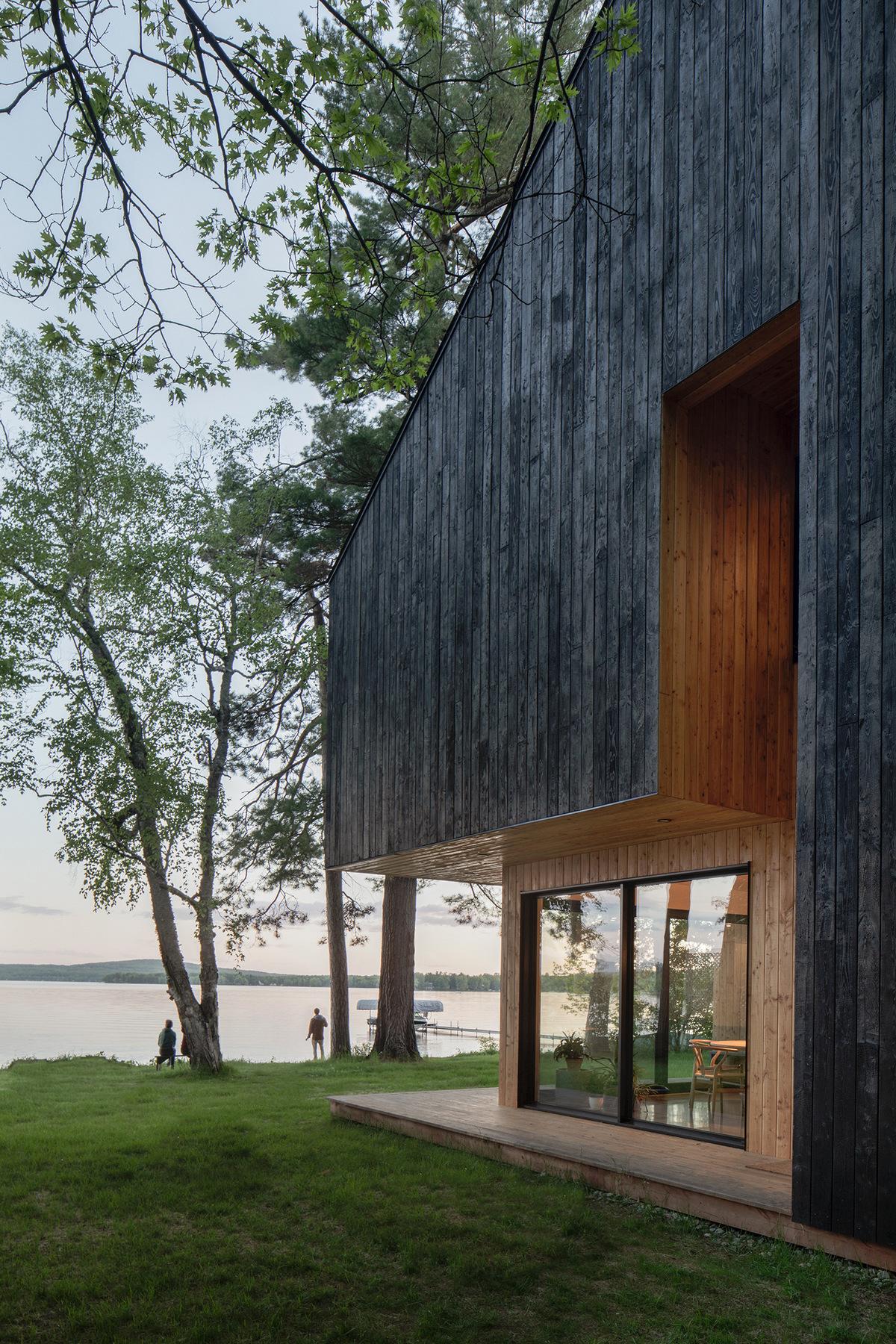 Лесной коттедж на берегу озера в Канаде