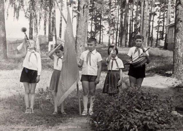 Детство в пионерских лагерях времен СССР на снимках