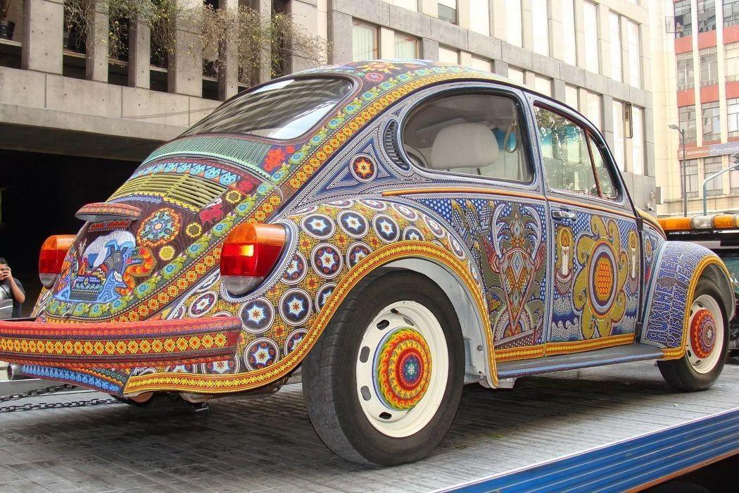 Уникальный VW Beetle Vochol, украшенный двумя миллионами стеклянных бусин