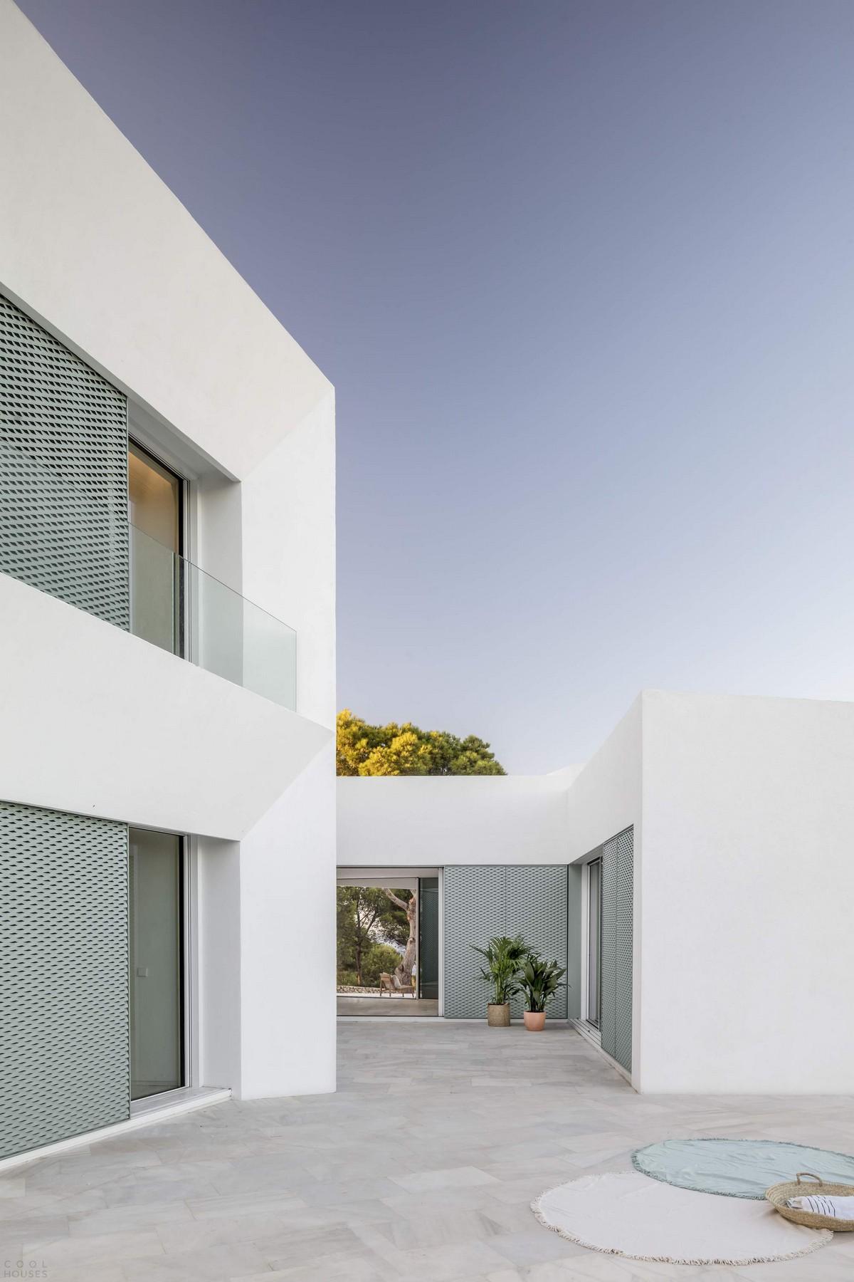 Дом-патио с видом на море в Испании