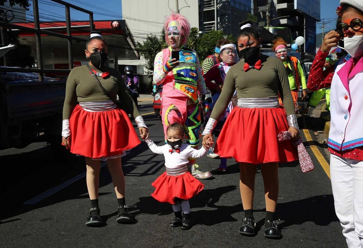Парад клоунов в Сан-Сальвадоре 2020