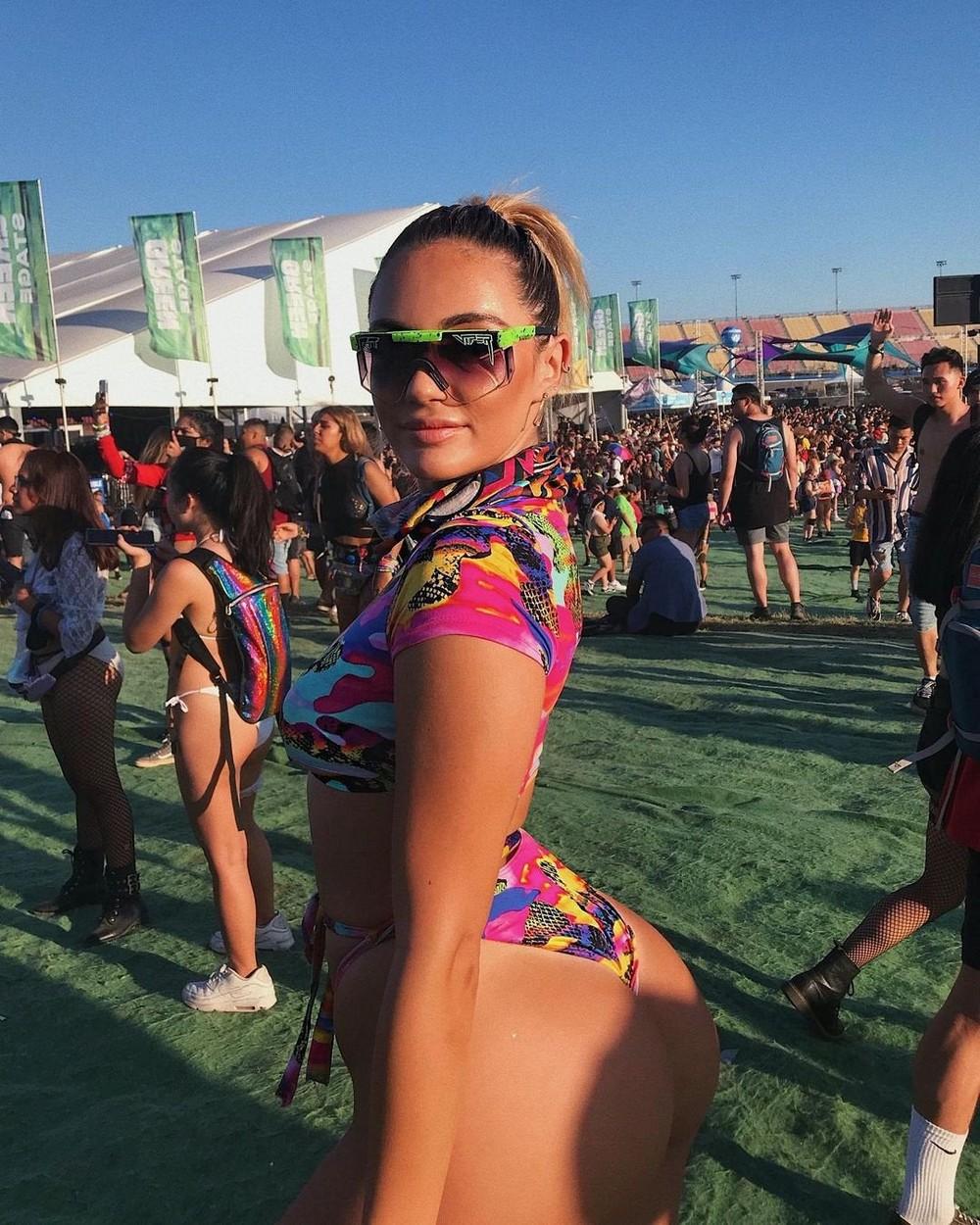 Красивые девушки с музыкальных фестивалей Красивые девушки