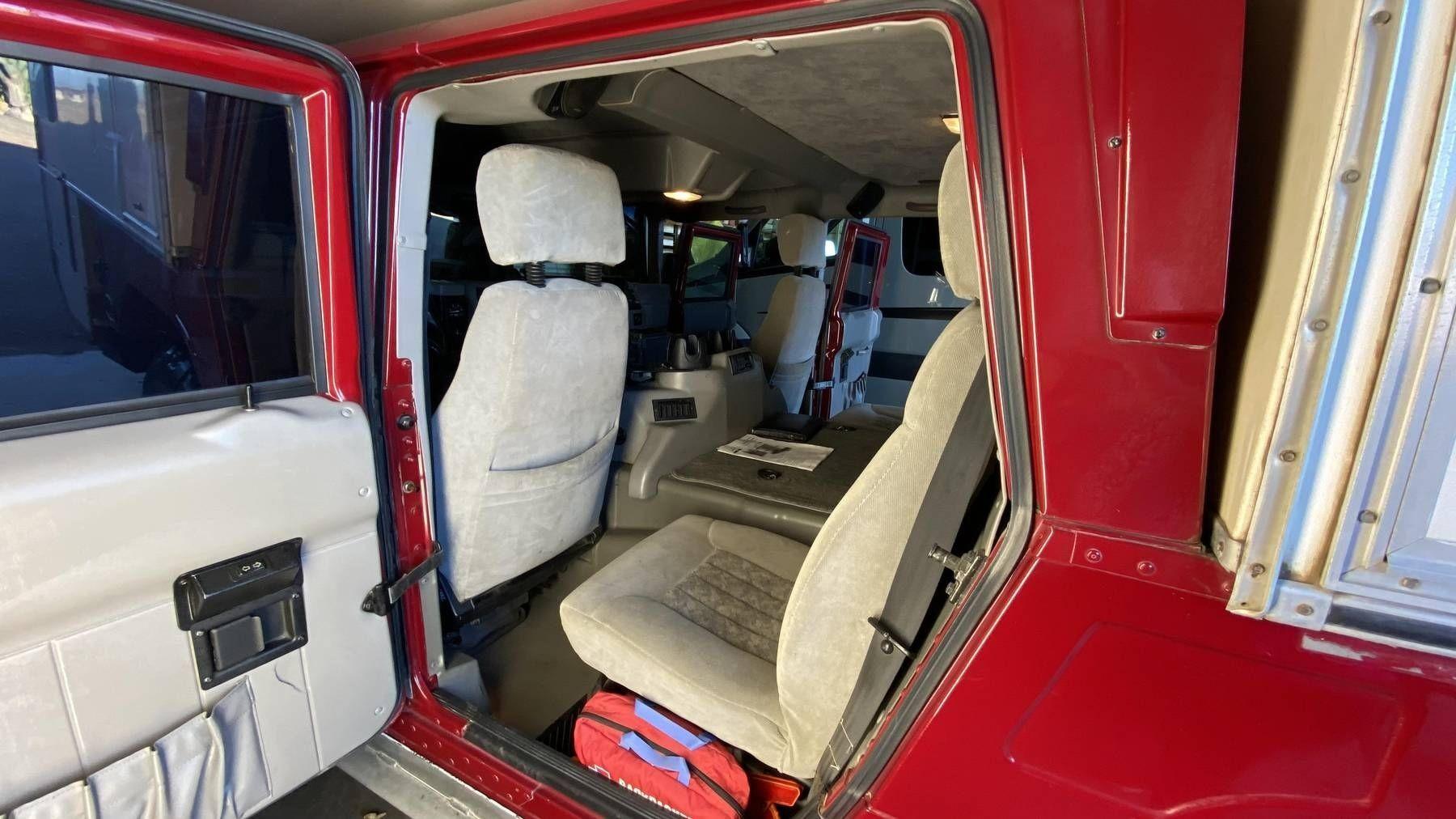 Крутой Hummer H1, переоборудованный для путешествий