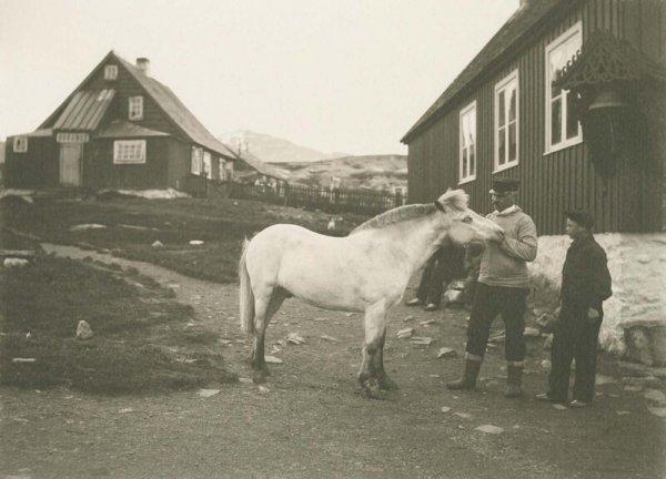 Архивные снимки суровой жизни в Гренландии от доктора Томаса Неергорда Краббе