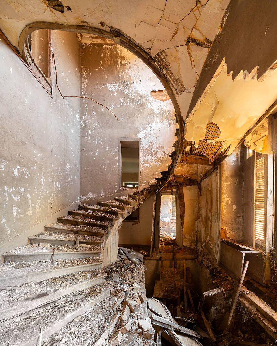 Красота заброшенных мест на снимках Дмитрия Буррио
