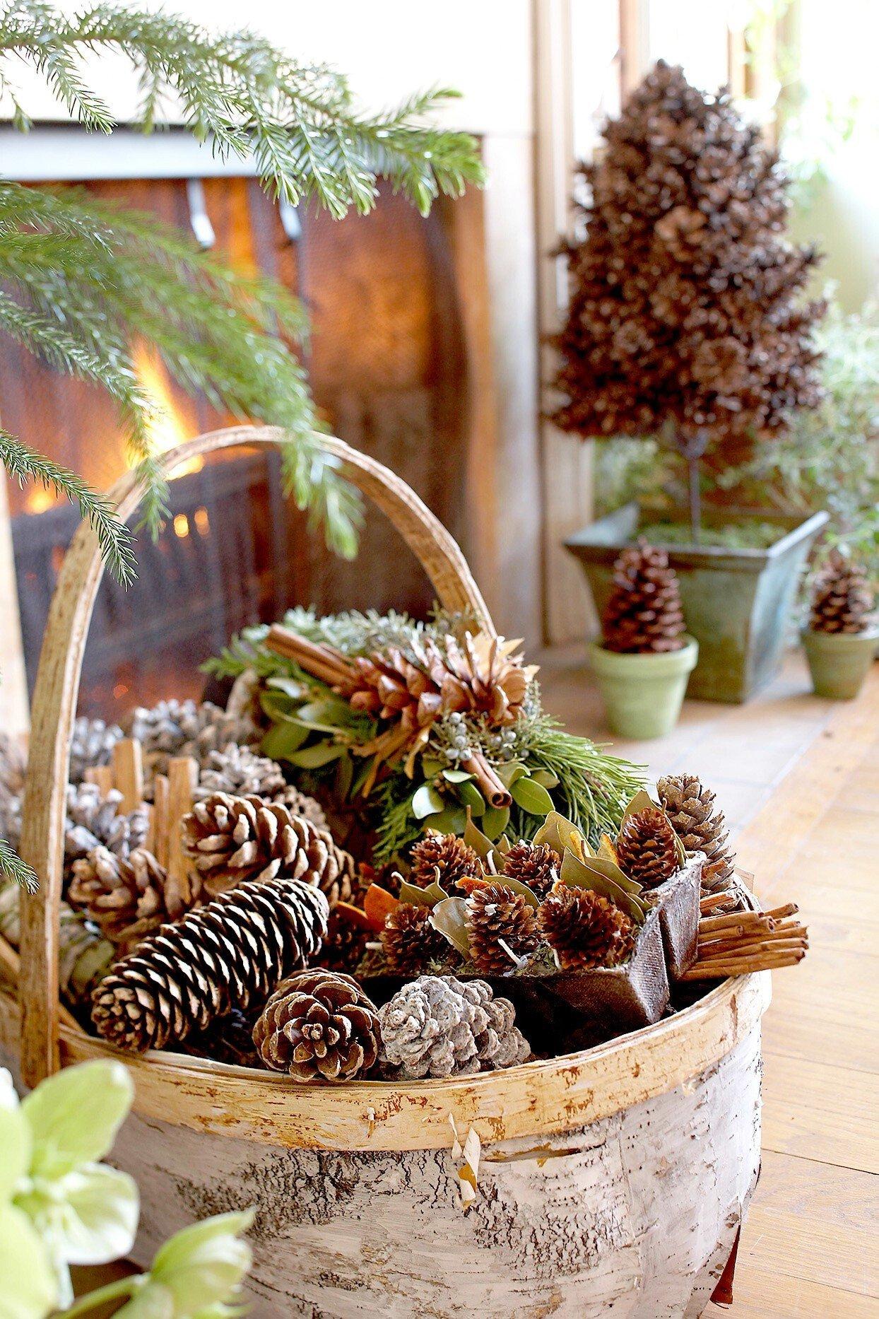 Крутые праздничные украшения из шишек и веток
