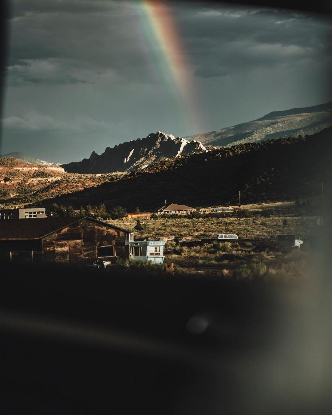 Природные и городские пейзажи из путешествий Логана Ламберта