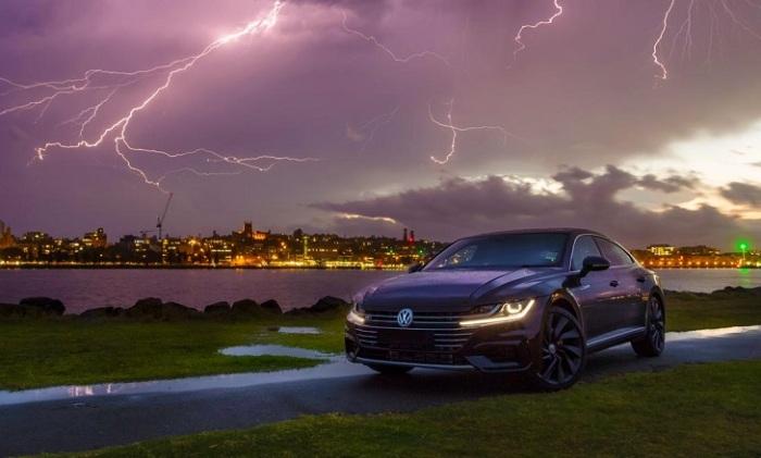 Как действовать в автомобиле, если в него ударила молния