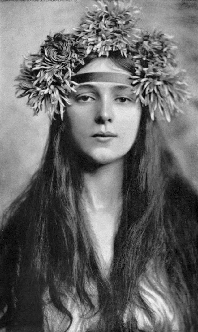 Фотопортреты молодой девушки, которая была известна миллионам людей в начале 20 века