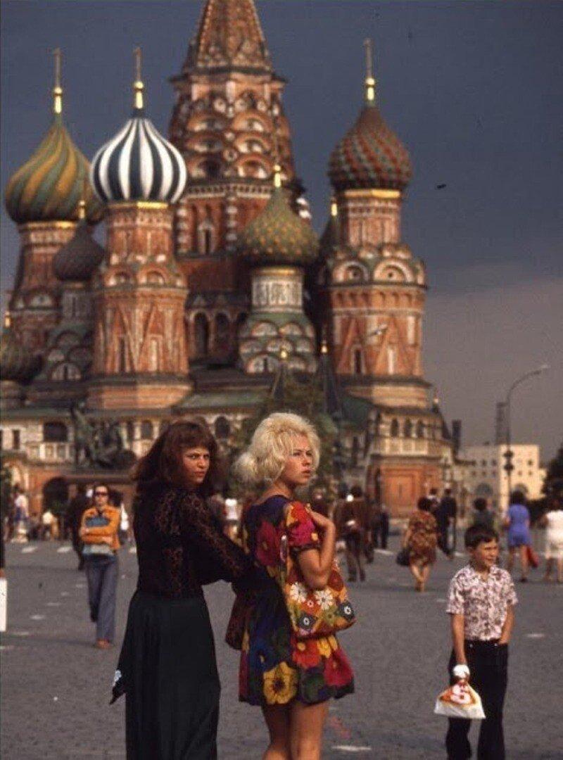 Красивые девушки на снимках из СССР
