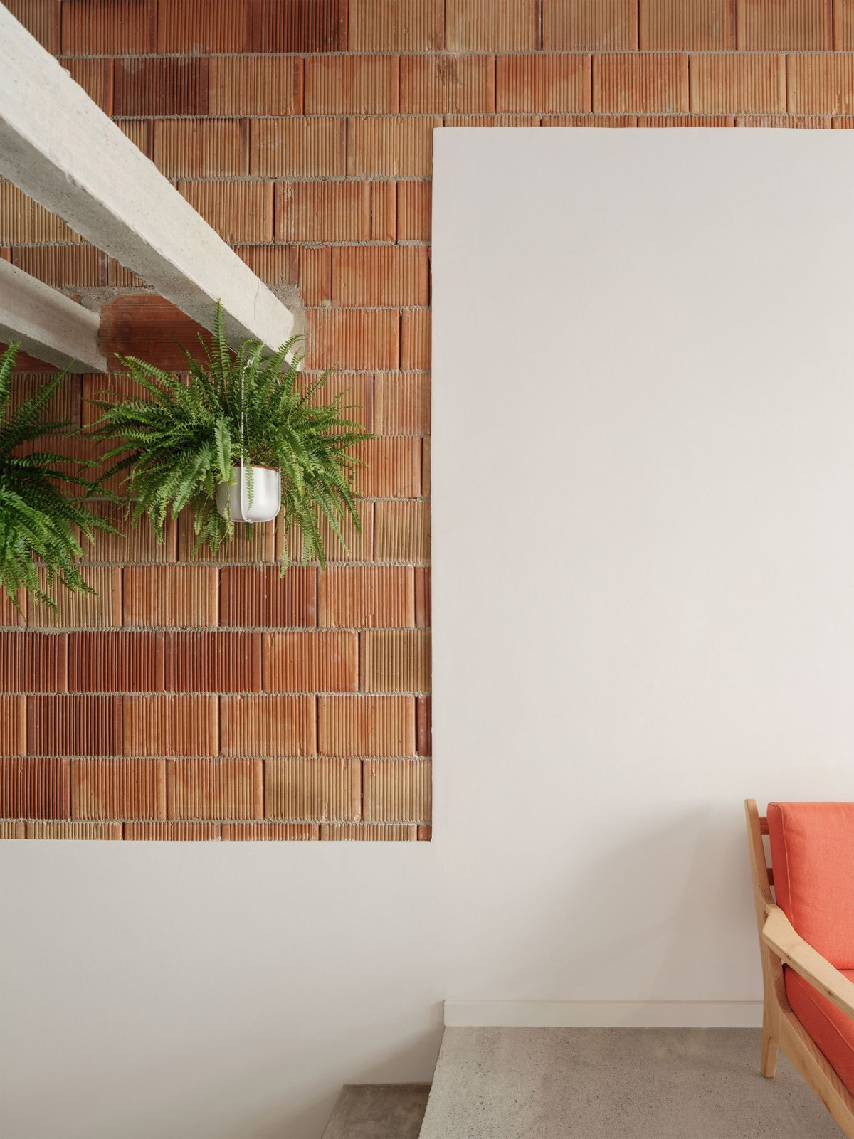 Узкий дом с оптимальным пространством в Испании