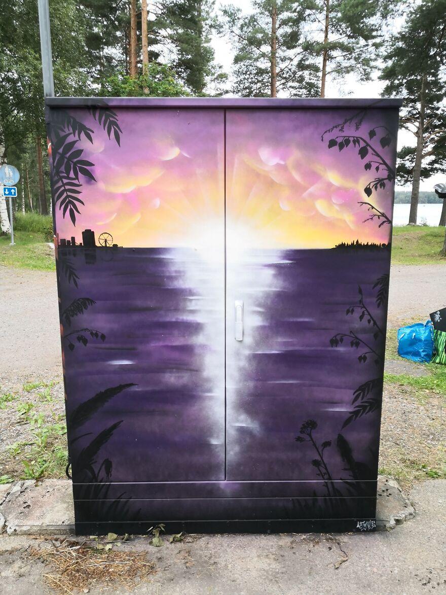 Финский художник разрисовал электрические шкафы