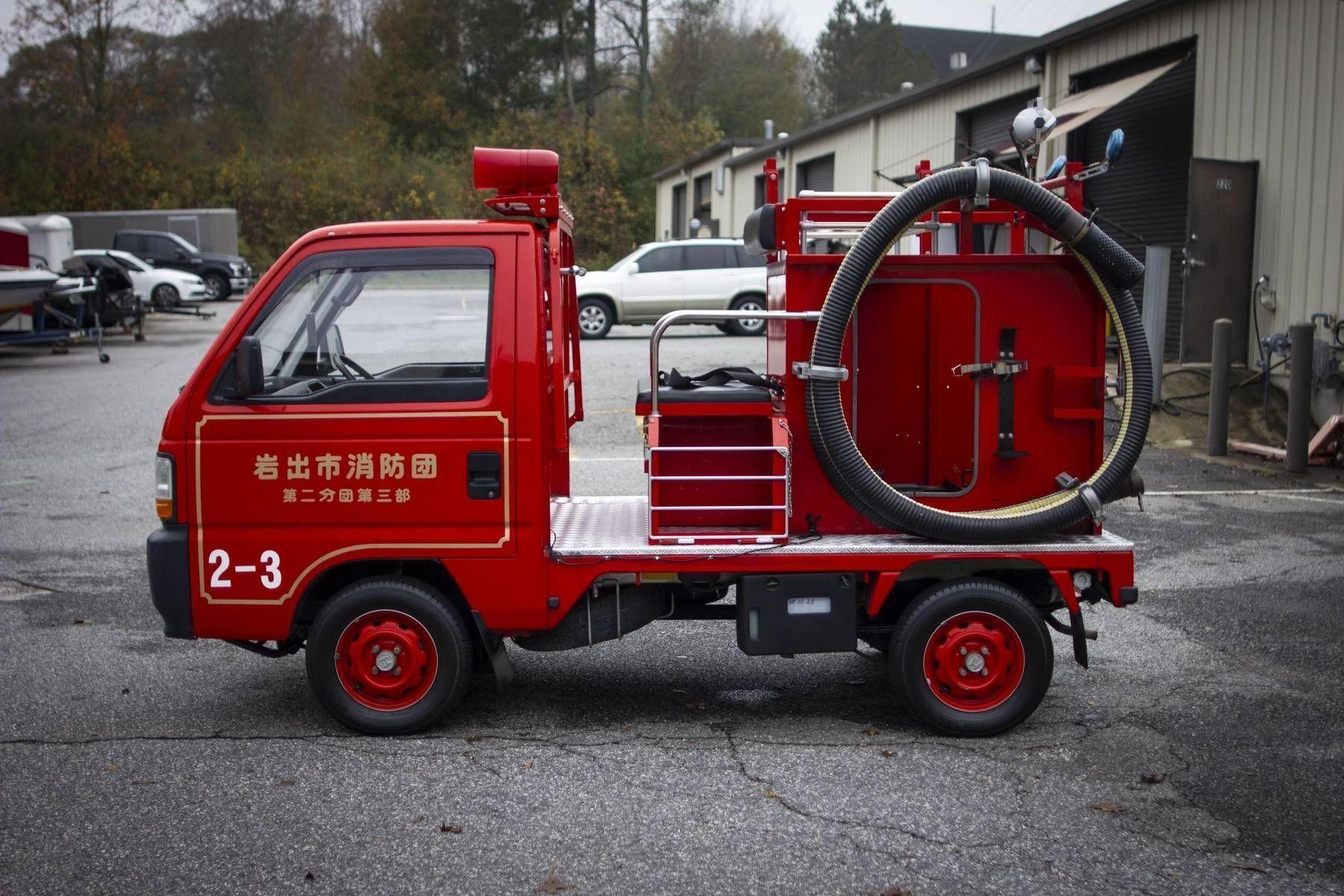 Маленький пожарный грузовик Honda Acty 1995 года