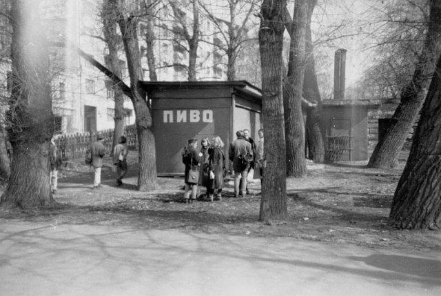 Атмосферные пивные времен Советского Союза на снимках