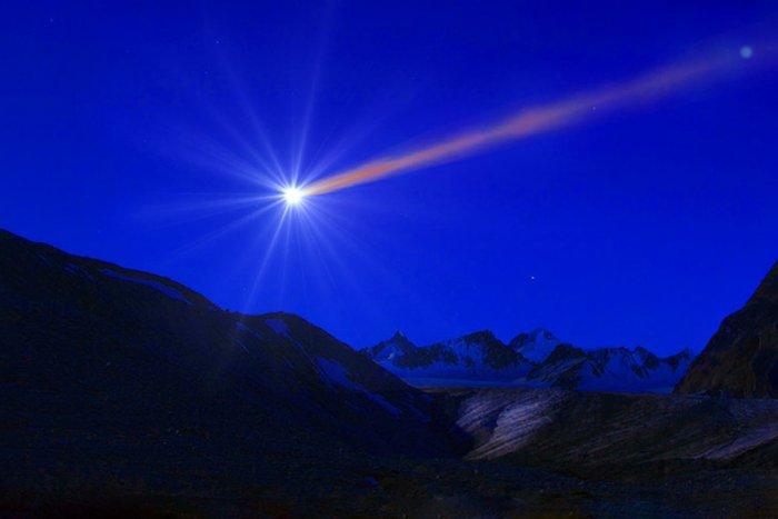 А если метеорит упадет на Землю со скоростью света?