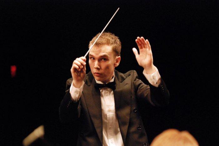 Из-за чего оркестр не может играть без дирижёра?