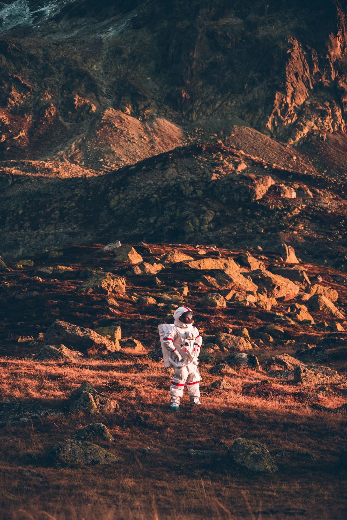 Космонавт, который ищет пригодную для жизни планету