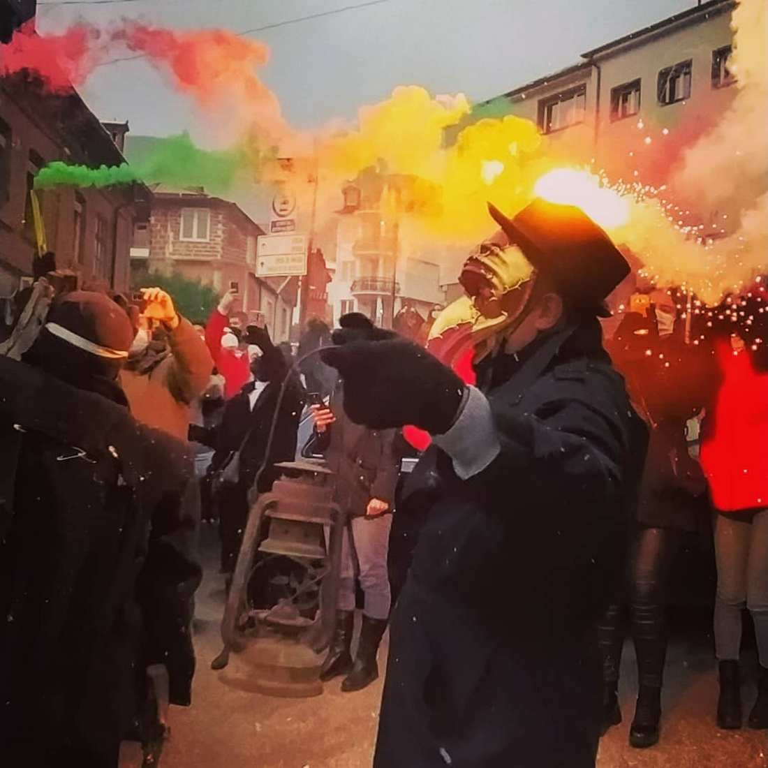Ежегодный жуткий карнавал в деревне Вевчани