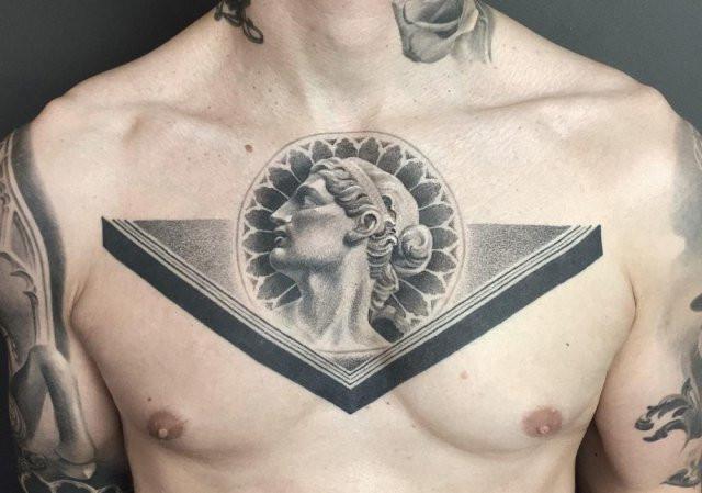Реалистичные татуировки в классическом черно-белом стиле