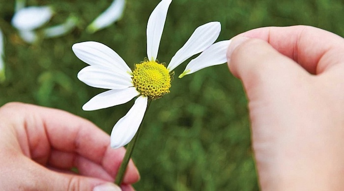 Как распознать, что человек испытывает к вам симпатию?