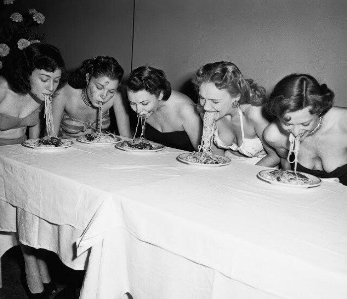 Конкурсы по поеданию пищи на скорость в США