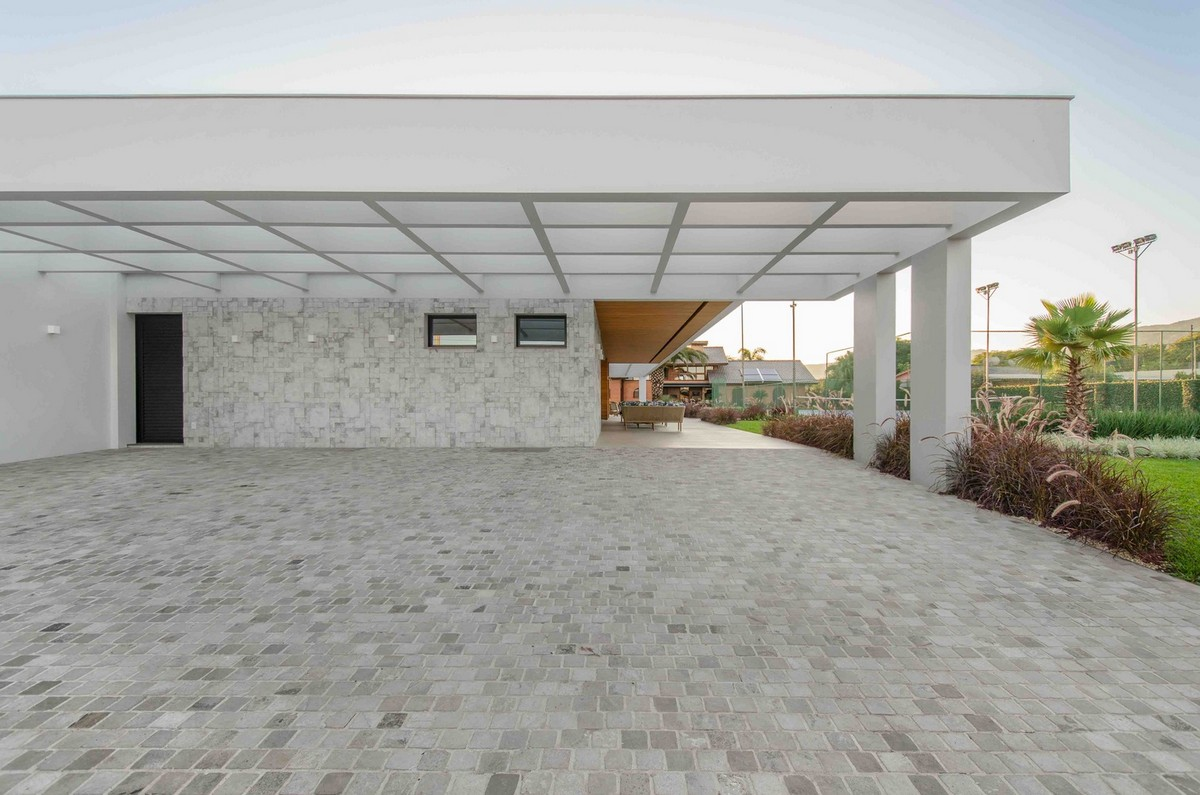Стильная одноэтажная семейная резиденция в Бразилии