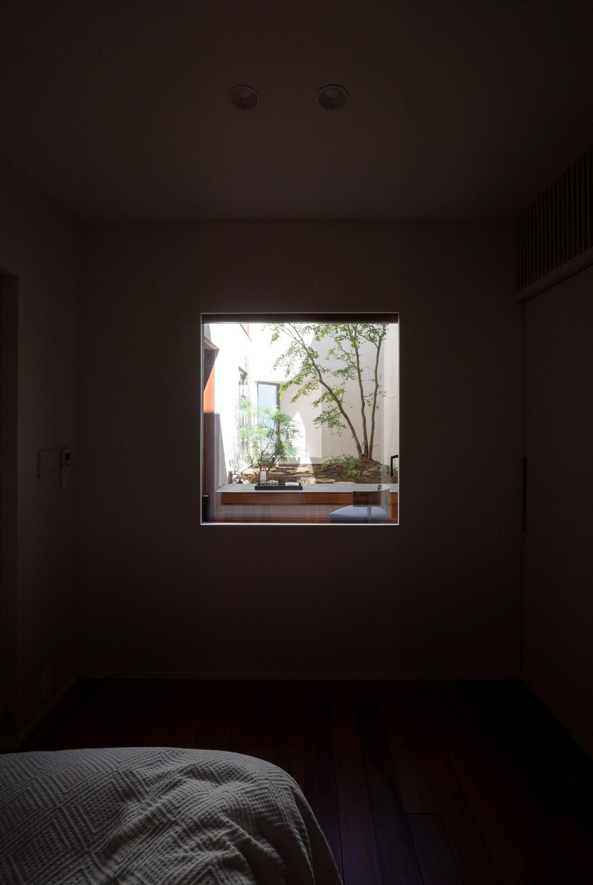 Дом с клиникой для молодой семьи и бабушки в Токио