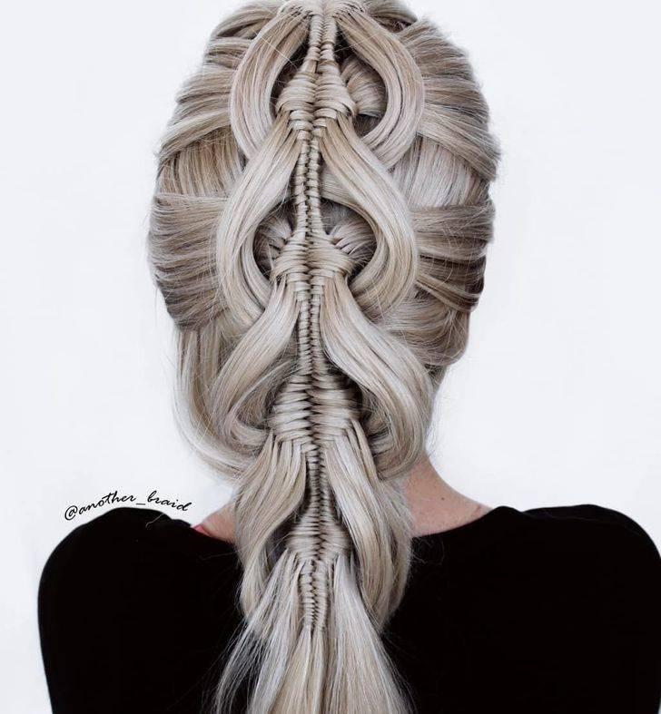 Замысловатые косы от художницы-самоучки