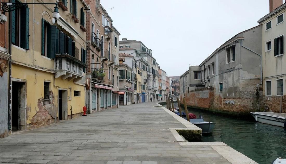 Венеция с туристами и без них на снимках