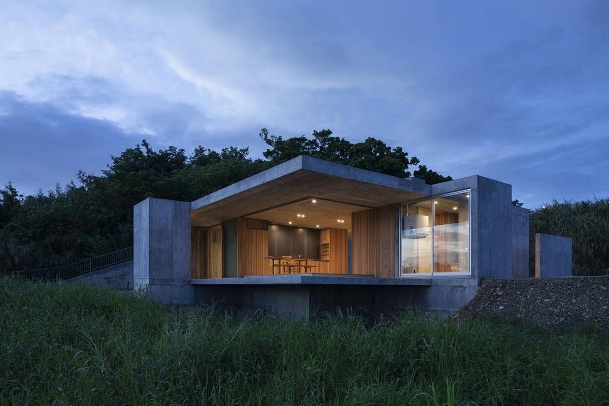 Бетонный дом с мастерской в Японии