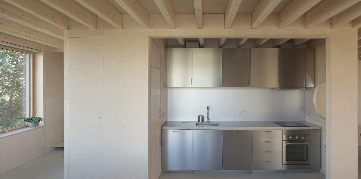 Небольшой деревянный таунхаус над гаражом во Франции