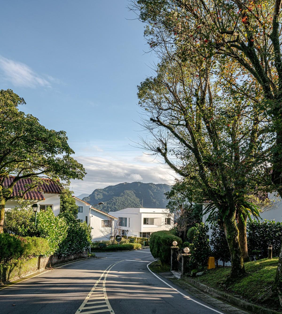 Современная вилла с ярким стильным дизайном в Тайване