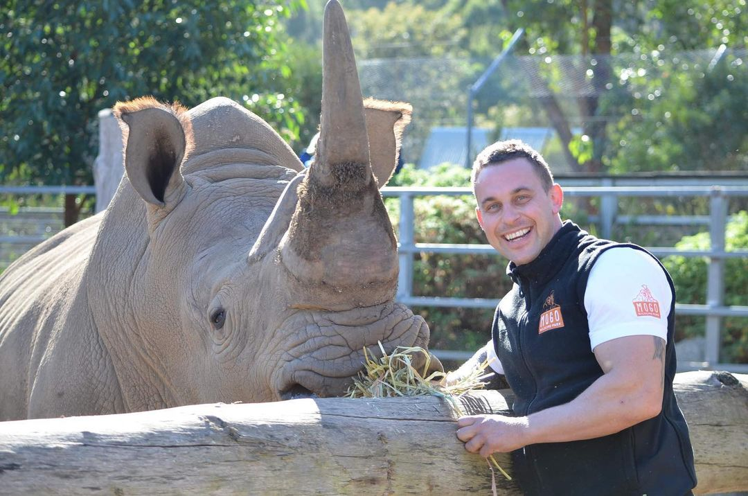 Смотритель зоопарка прославился в Instagram, благодаря снимкам с животными