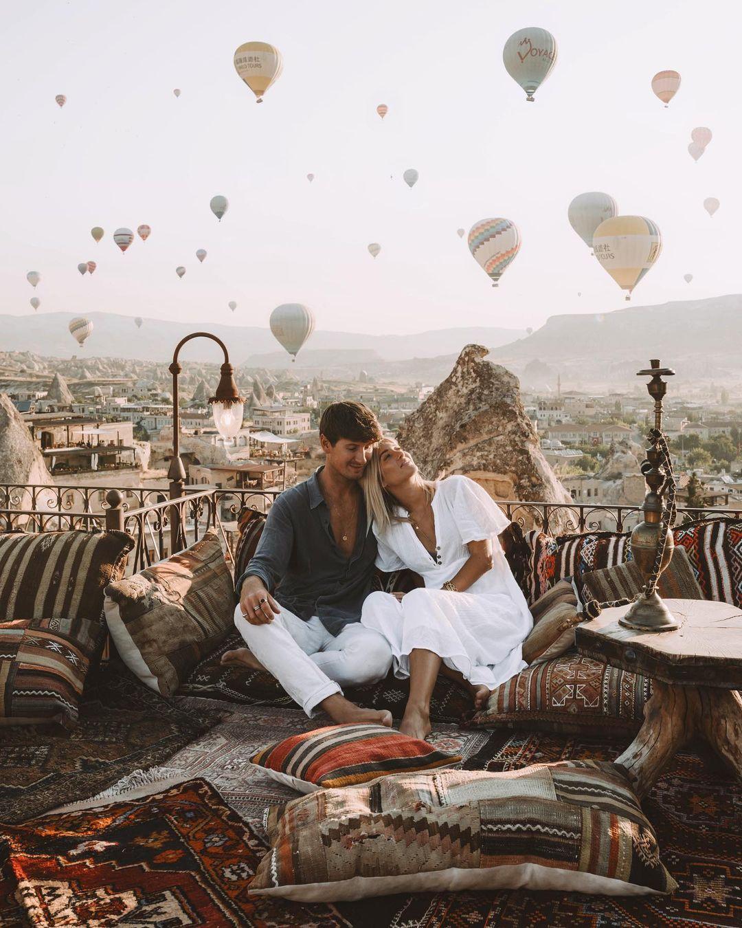 Пара публикует замечательные фотографии из путешествий в Instagram