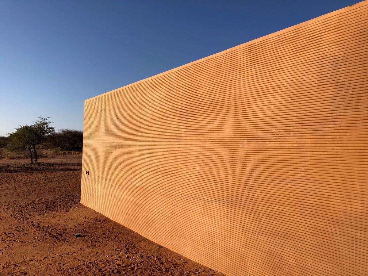 Красный охотничий дом в Намибии