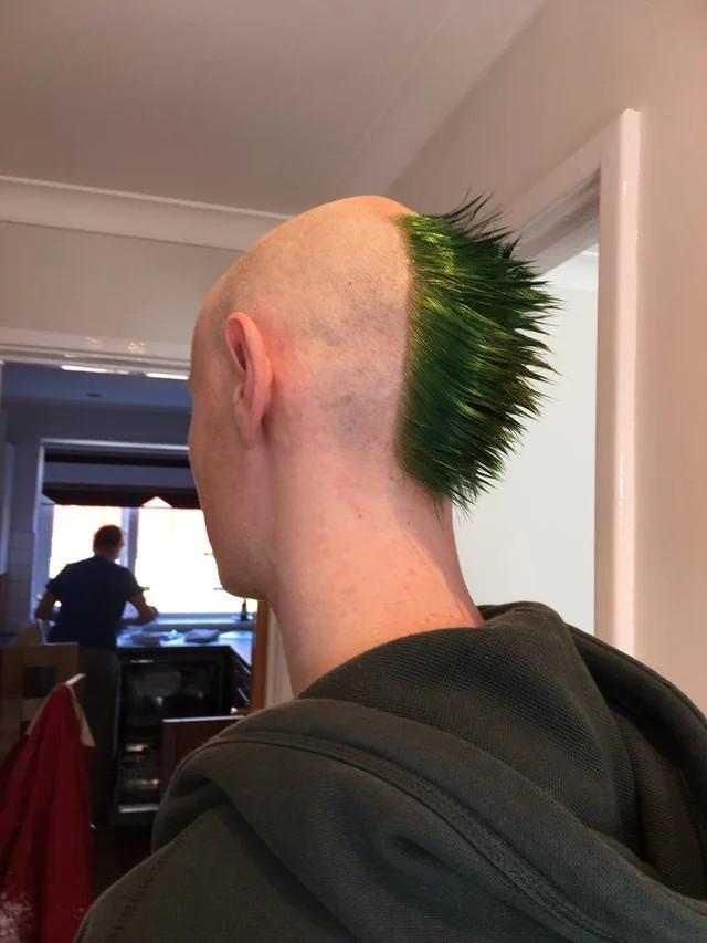Они всё ещё не нашли хорошего парикмахера