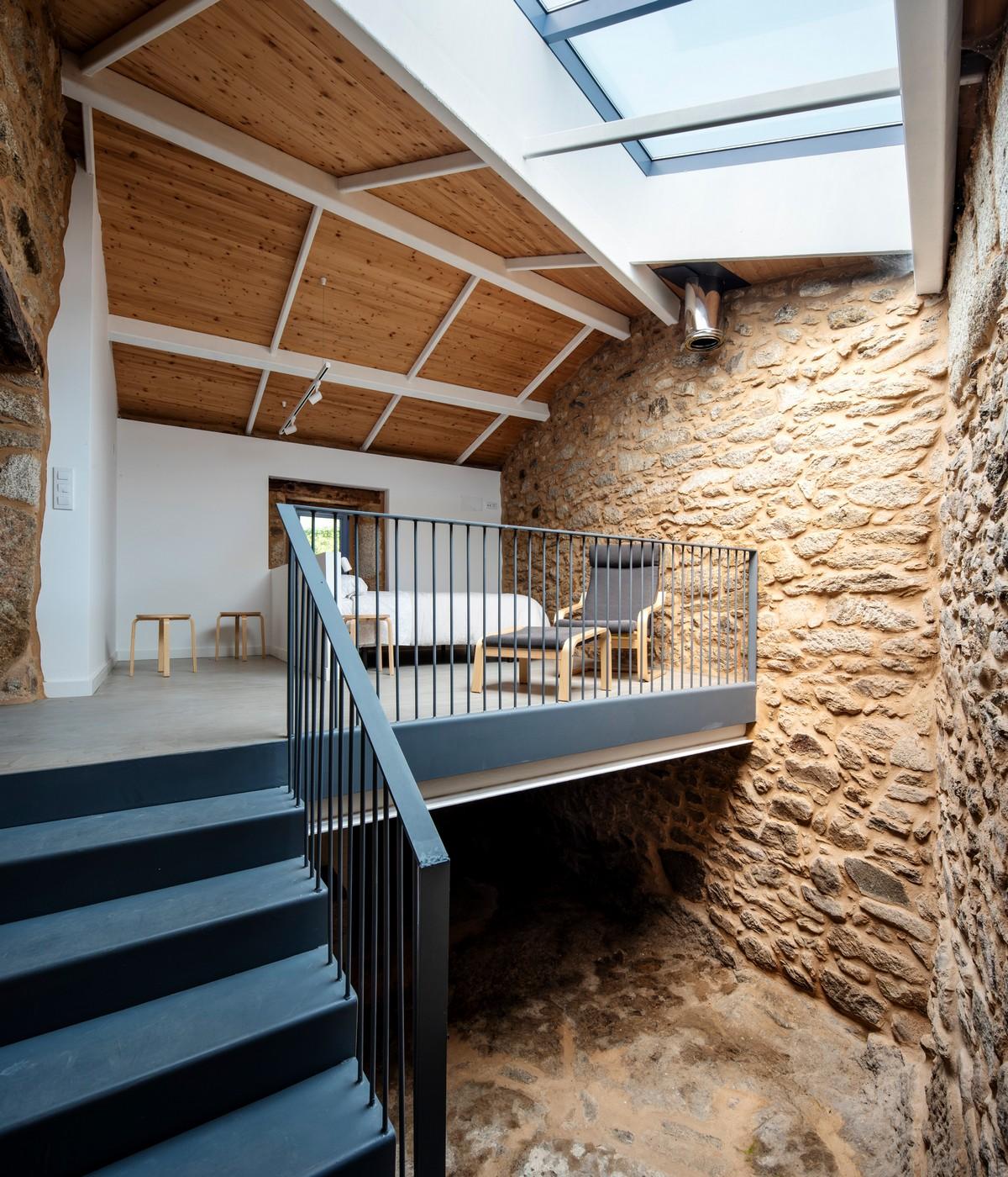 Реконструкция старого сельского дома в Испании Картинки и фото