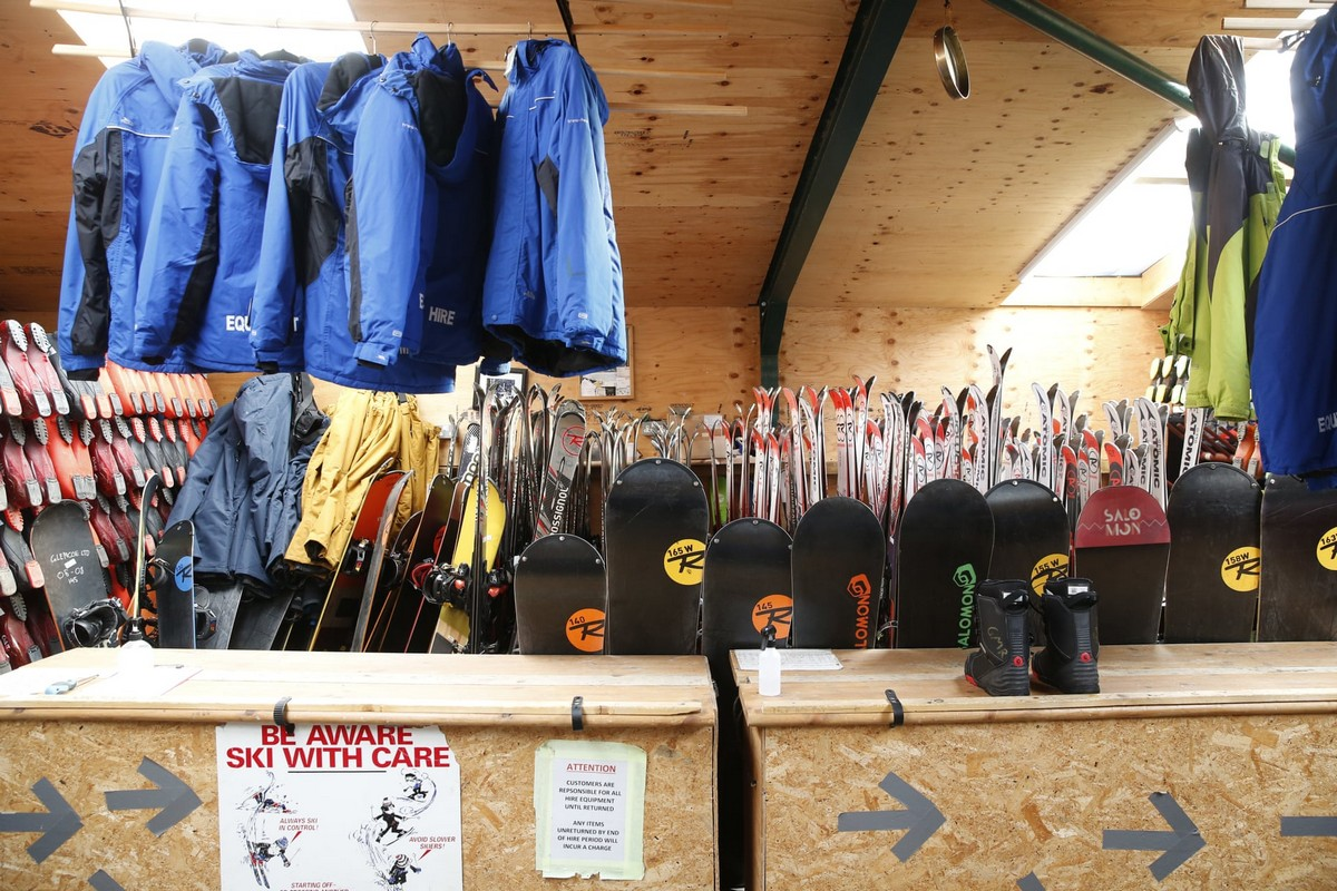 Закрытый горнолыжный курорт в Шотландии на снимках