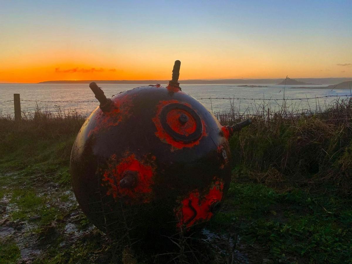 Британец нашел морскую мину и притащил ее домой