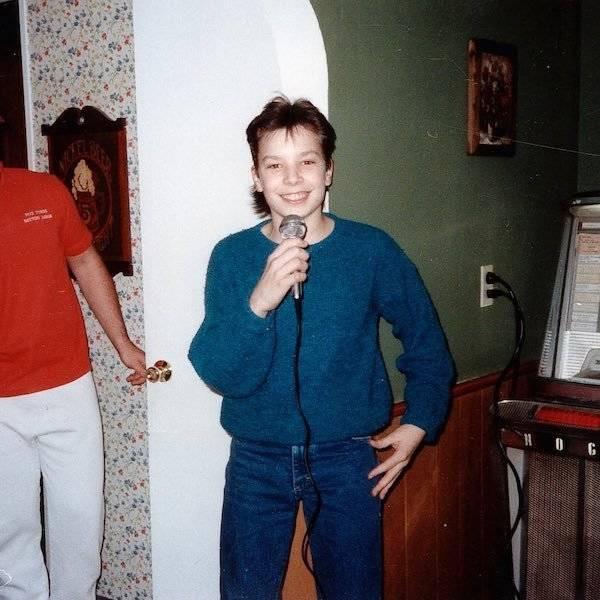 Знаменитости в детстве и юности на снимках