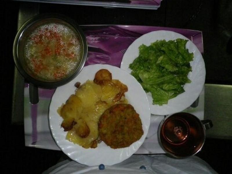 Как выглядит школьная еда в разных странах