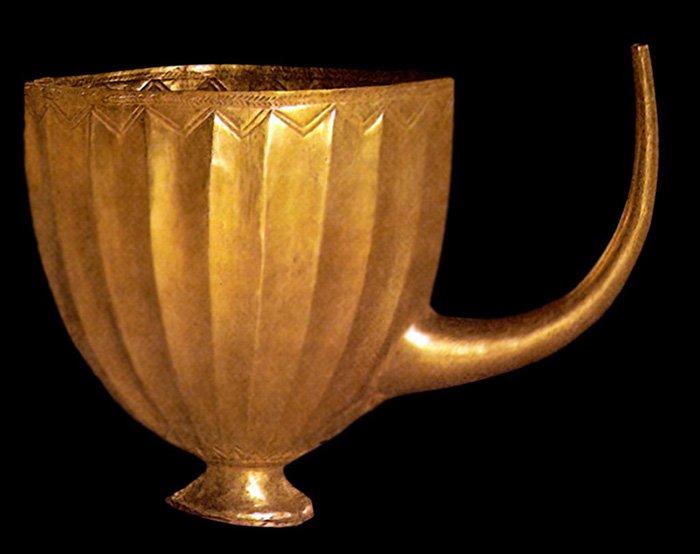 Почему люди ценят золото с древних времен, хотя оно не практично?