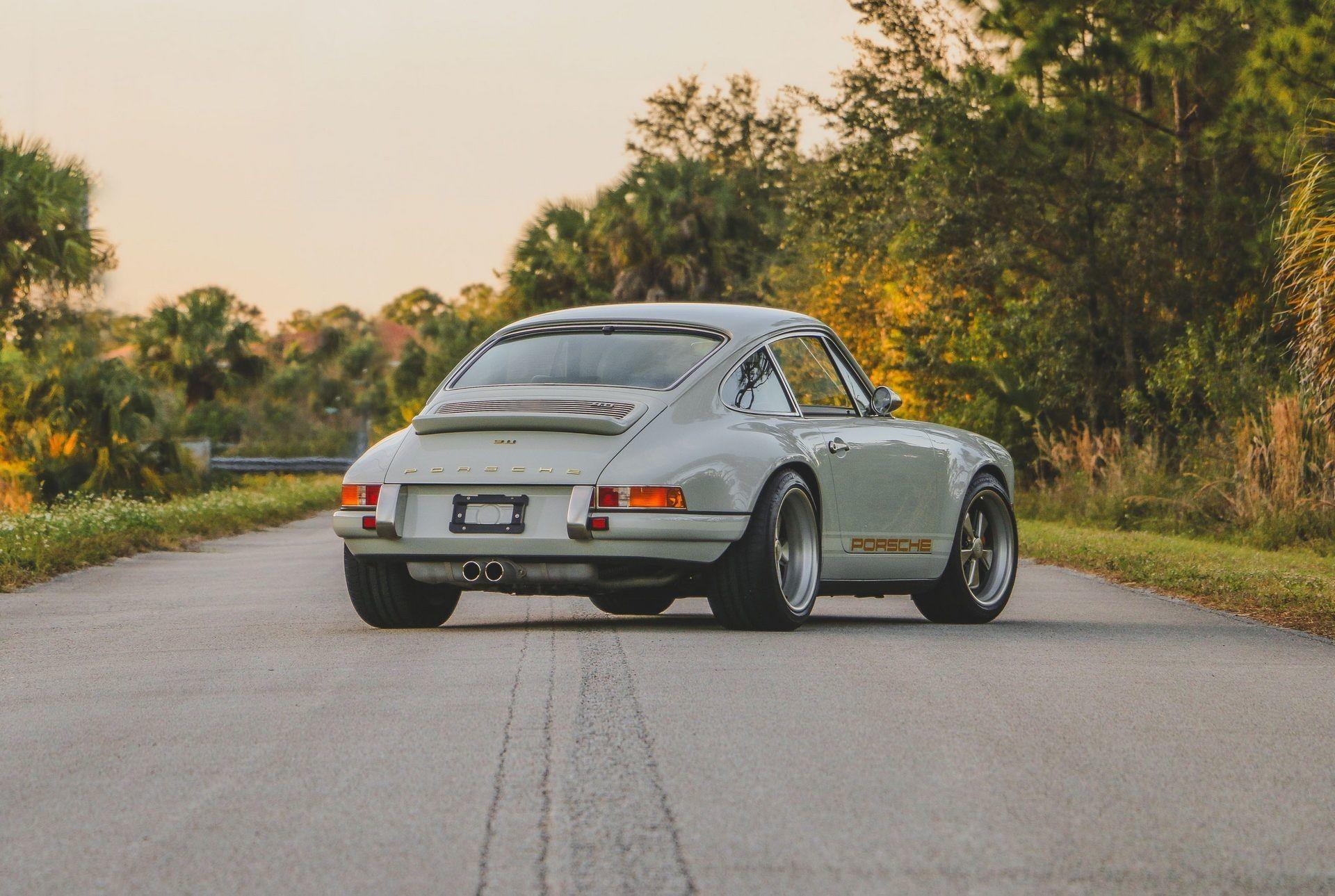 Великолепно отреставрированный Porsche 911 1989 года
